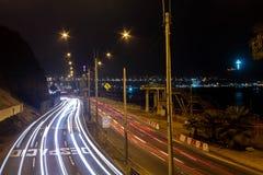 Het lichte schilderen in de weg aan de kust stock foto's