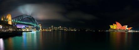 Het lichtgevende Panorama van het Huis van de Opera van Sydney van de Verlichting stock foto