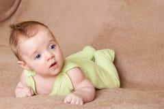 Het liggen baby Royalty-vrije Stock Afbeeldingen