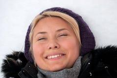 Het liggen op de sneeuw. Royalty-vrije Stock Foto