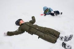 Het liggen in sneeuw Royalty-vrije Stock Foto