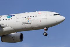 Het lijnvliegtuig pk-GPN van Garuda Indonesia Airbus A330-243 op benadering van land bij de Internationale Luchthaven van Melbour Stock Afbeelding