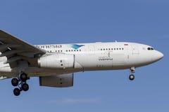 Het lijnvliegtuig pk-GPN van Garuda Indonesia Airbus A330-243 op benadering van land bij de Internationale Luchthaven van Melbour Royalty-vrije Stock Afbeelding