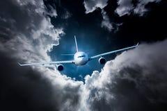 Het Lijnvliegtuig van de passagier in de hemel royalty-vrije stock fotografie