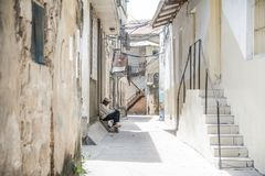 Het lokale leven in de het lopen straat in Steenstad, Zanzibar tanzania royalty-vrije stock afbeeldingen