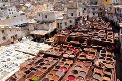 Het looien van het leer in Fez - Marokko Stock Afbeelding