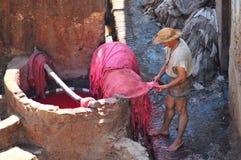 Het looien van het leer in Fez, Marokko Royalty-vrije Stock Afbeeldingen