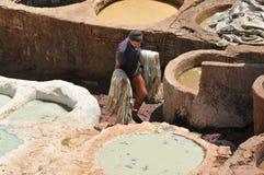 Het looien van het leer in Fez, Marokko Stock Afbeelding