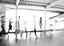 Het lopen abstracte het onduidelijke beeldmotie van het mensen zijaanzicht stock afbeeldingen