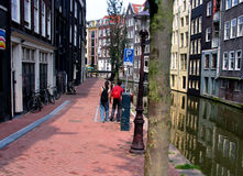 Het lopen in Amsterdam Stock Afbeelding