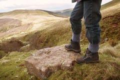 Het lopen in bergen royalty-vrije stock afbeelding