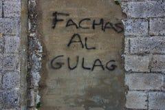 Het lopen in Carmona Graffiti tegen fascisme royalty-vrije stock fotografie