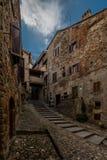 Het lopen in de oude stegen van Anghiari royalty-vrije stock foto's