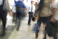 Het lopen in de straat Stock Fotografie