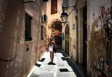 Het lopen door de straten van de oude stad van Chania Griekse toevlucht royalty-vrije stock foto