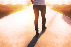 Het lopen in een zonnige dag Royalty-vrije Stock Fotografie
