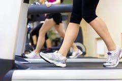 Het lopen in gymnastiek Stock Fotografie