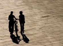 Het lopen in het zonlicht Stock Foto