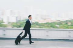 Het lopen laat voor vlucht Royalty-vrije Stock Foto's