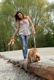 Het lopen met de hond Stock Foto
