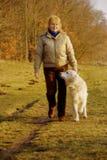 Het lopen met hond Royalty-vrije Stock Foto