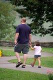 Het lopen met Oom Ozzy Stock Fotografie