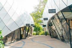 Het lopen in het mooie Monte-Carlo Pavilions-winkelcomplex royalty-vrije stock foto