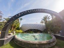 Het lopen in het mooie Monte-Carlo Pavilions-winkelcomplex stock afbeeldingen