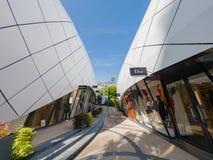 Het lopen in het mooie Monte-Carlo Pavilions-winkelcomplex royalty-vrije stock fotografie