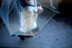 Het lopen onder de regen Royalty-vrije Stock Foto