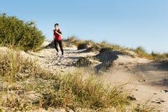 Het lopen op de duinen Royalty-vrije Stock Afbeeldingen