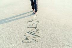 Het lopen op het zand Stock Foto