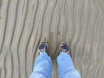 Het lopen op strand Stock Afbeelding