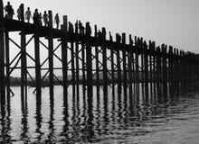 Het lopen van brug in Myanmar (Birma) royalty-vrije stock foto