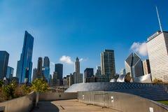 Het lopen van Chicago weg in millennial park Stock Fotografie