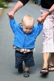 Het lopen van de baby Stock Afbeeldingen