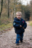 Het lopen van de jongen Stock Foto