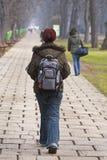 Het lopen van de tiener stock afbeeldingen