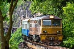 Het lopen van de trein bij doodsspoorweg Royalty-vrije Stock Foto