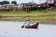 Het lopen van de visser Stock Foto's