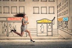 Het lopen van de vrouw Stock Foto's