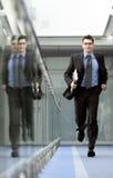 Het lopen van de zakenman Stock Afbeeldingen