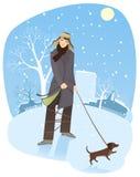 Het lopen van een hond in de winter Royalty-vrije Stock Foto