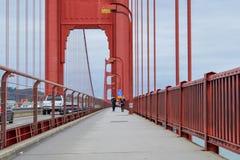 Het lopen van Golden gate bridge stock fotografie