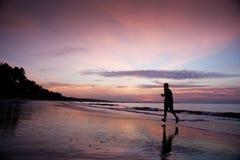 Het Lopen van het strand Stock Afbeelding