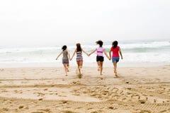 Het lopen van meisjes Stock Foto's