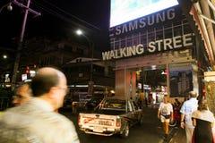 Het lopen van Straat in Pattaya, Thailand. Stock Afbeelding
