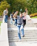 Het lopen van studenten Stock Afbeeldingen