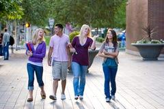 Het Lopen van studenten Stock Foto