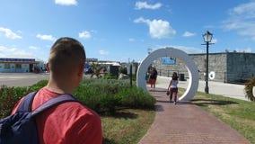 Het lopen van trog versterkte een deel van de haven, het eiland van de Bermudas, de eilanden van de Bermudas, de Noord-Atlantisch stock footage